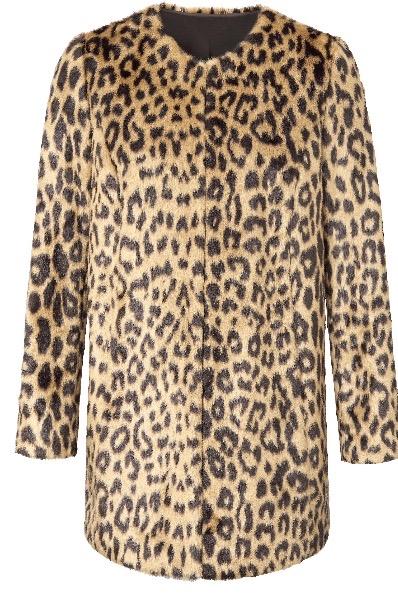 un manteau en fausse fourrure léopard